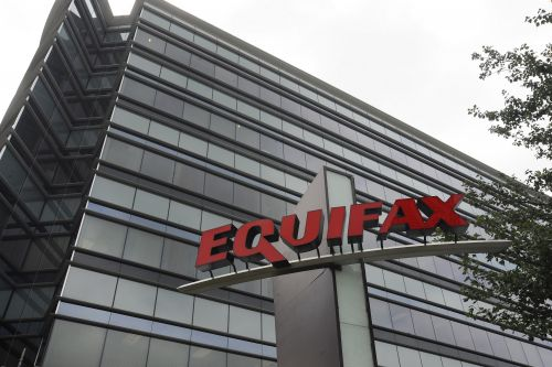 Equifax tweets fake phishing site to concerned customers