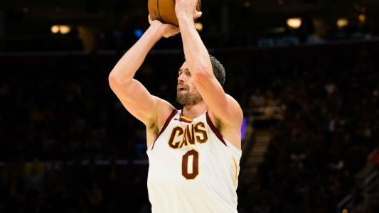 Struggling Cavs need to get ball to Kevin Love more, Tyronn Lue says