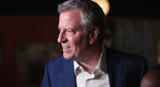 As some 2020 rivals forgo corporate cash, de Blasio imposes few limits