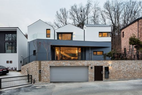 The Three-Roof Home in South Korea Brings Tranquility to a Quiet Cul-De-Sac