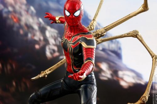 A Closer Look at Hot Toy's Spider-Man Action Figure From 'Avengers: Infinity War'