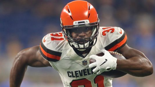Browns coach Hue Jackson on rookie RB Nick Chubb: 'He's got to get some more carries'