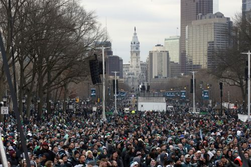 Philly fans flock to celebrate Eagles' Super Bowl win with parade