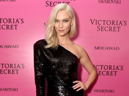Karlie Kloss dyed her hair a buttery blonde color, and she looks amazing
