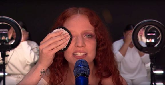 Last night at the BRITs Jess Glynne took off all her make-up