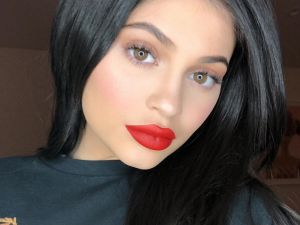 Kylie Jenner Will Reportedly Introduce Her Baby on Social Media After Giving Birth