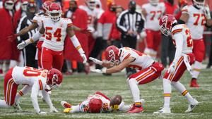 Cold feat: Chiefs force 4 turnovers, beat Broncos 43-16