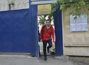 Russian opposition leader Navalny released from custody