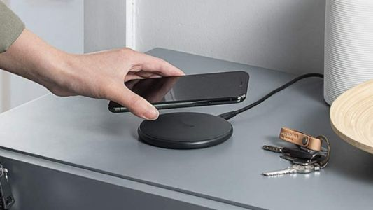 Juice Up Your Smartphone With a $9 Anker PowerWave Wireless Charging Pad