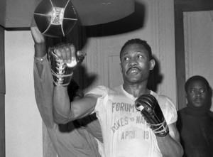 Curtis Cooke, Hall of Fame welterweight champion, dies at 82