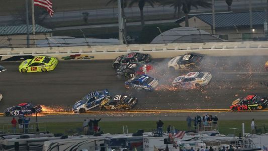 Watch: Hard 12-car wreck forces Daytona 500 overtime