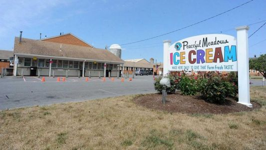 2 employees at popular ice cream stand test positive for COVID-19