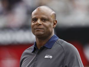 Hall of Fame quarterback Warren Moon sued for sex harassment