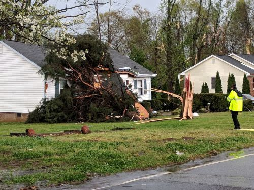Tornadoes, severe weather batter parts of southeast U.S