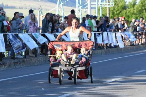 Mom runs 3:11 marathon while pushing 185 pounds in triple stroller
