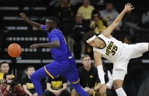 Wieskamp scores 15, Iowa beats UMKC 77-63