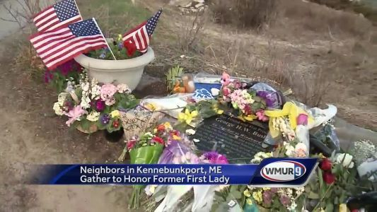 Friends, neighbors pay respects to Barbara Bush