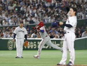 Yanagita hits 'sayonara' home run to lift Japan over MLB