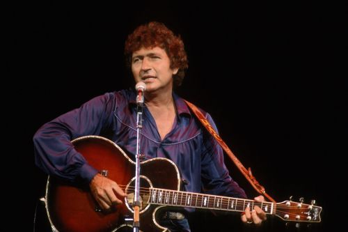 Mac Davis, country legend and Elvis songwriter, dead at 78