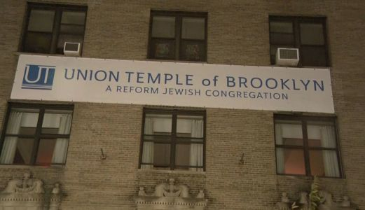 Man faces 4 hate crime charges after synagogue defaced with anti-Semitic messages