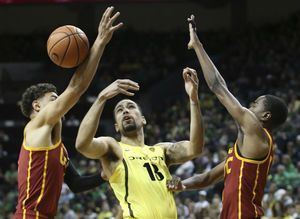 McLaughlin's 6 free throws help USC hold off Oregon 75-70