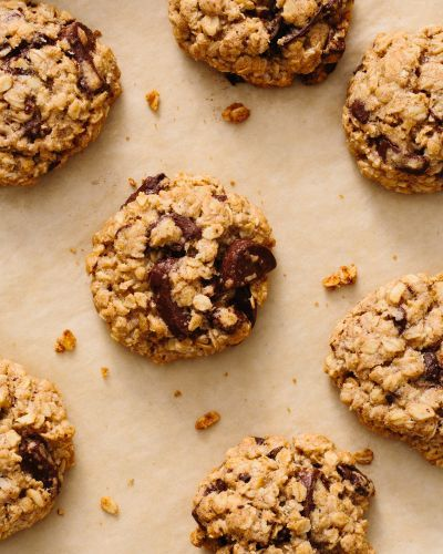 How To Make Soft & Chewy Oatmeal Chocolate Chip Cookies