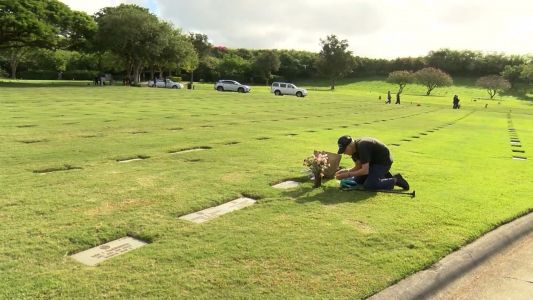 'I'll keep going as long as I can go': 93-year-old man visits wife's grave every day