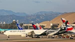 Burst pipeline strand thousands of fliers at Auckland Airport