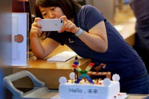 Apple's China problems extend beyond Trump's trade war and iPhone upgrades