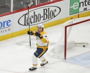 Forsberg lifts Predators past Blackhawks, 4-3 in OT