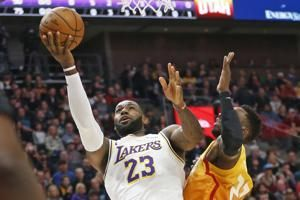 Davis scores 26 points, Lakers rout Jazz 121-96