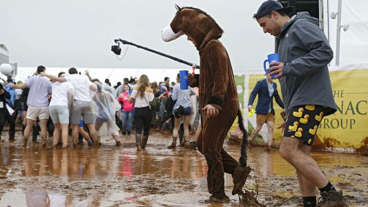Preakness Stakes 2018: Craziest photos, videos from Pimlico