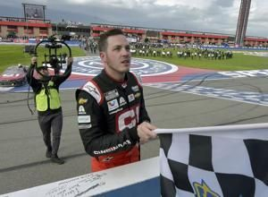 Alex Bowman signs 1-year extension with Hendrick Motorsports