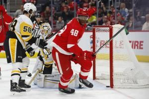 Crosby scores in OT, Penguins beat Red Wings 2-1