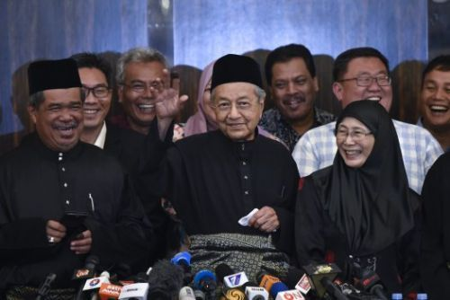 Malaysia's Longest-Serving Prime Minister Returns to Power Promising a Tide of Change