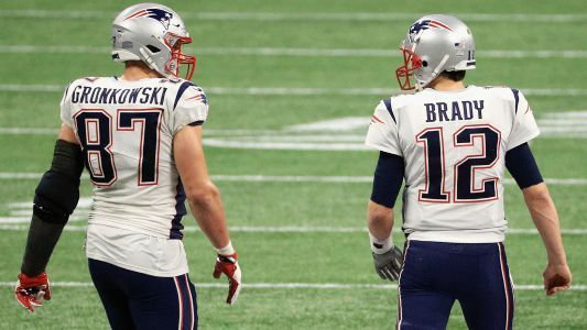Patriots star Tom Brady reacts to Rob Gronkowski's retirement announcement