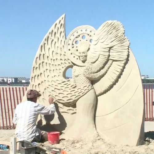 'Out of this world' sand sculptures on popular New England beach
