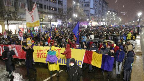 Scuffles in Bucharest as thousands protest corruption