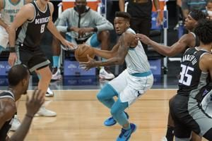 Monk's three-point play helps Hornets stun Kings 127-126
