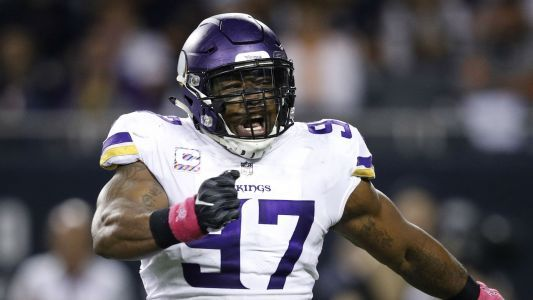 Vikings' Everson Griffen asks fans to help name his baby during Thanksgiving game