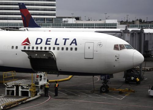 Plane passenger allegedly threw coffee at people, 'jumped on' air marshal's back