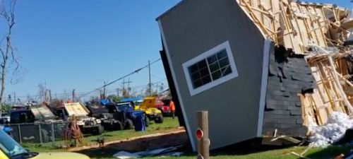 How a Florida Jeep Club Used Wranglers to Flip a Family's House Over After Hurricane Michael