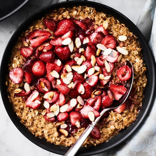 Baked Strawberry-Almond Oatmeal