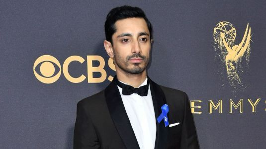 Celebrities Support the Dream Act With Blue ACLU Ribbons at the 2017 Emmys