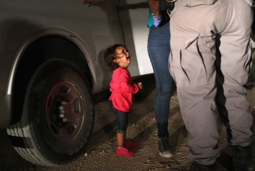The crying little girl in those iconic border photos was not separated from her mother
