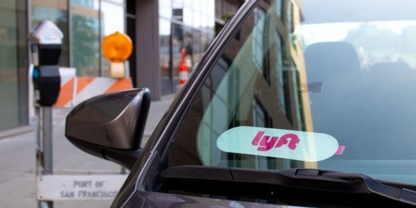 Lyft broke the law when it failed to tell Chicago about a driver it kicked off its app. A month later he killed a taxi driver while working for Uber