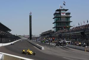 Dixon beats Hinchcliffe to win pit stop challenge at Indy