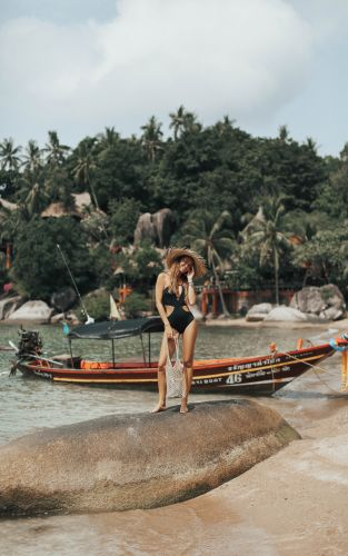 THE PARADISE (BECAUSE A BLACK SWIMSUIT IS ALWAYS A GOOD IDEA)