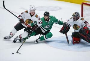 Seguin scores winning goal in 2nd, Stars beat Blackhawks 2-1