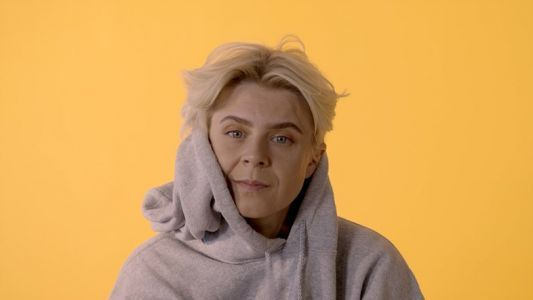 Watch Robyn deconstruct AI-generated poetry